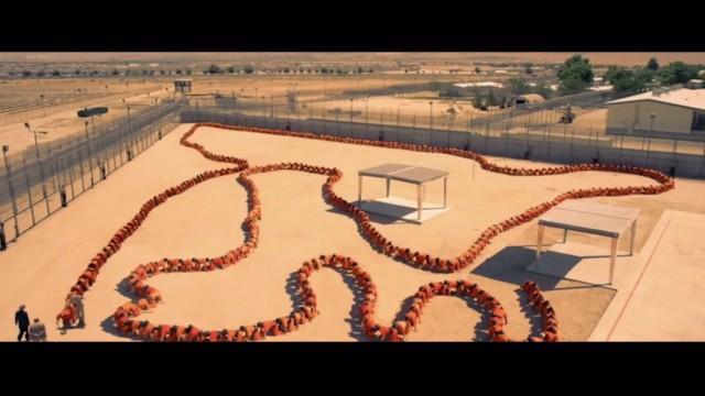 The Human Centipede 3 - Szenenbild 1