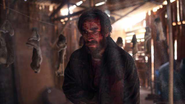"""Ein Fremder bringt Gefahr mit sich im offiziellen Trailer der Eli Roth Produktion """"The Stranger"""""""
