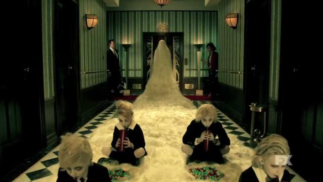 """Triff den Cast aus """"American Horror Story: Hotel"""" im ersten Trailer"""